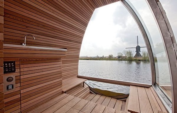 Free-Floating-Tiny-Home-in-the-Netherlands-004-600x384